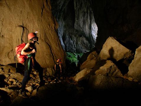 Пещеры и спелеологи